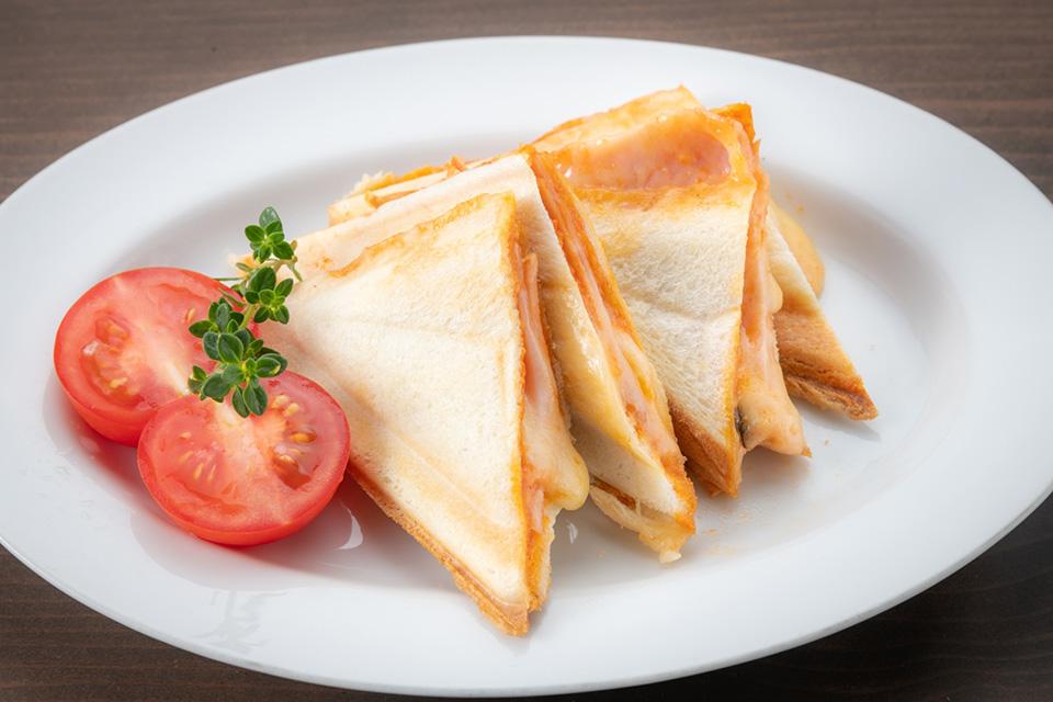 Grilled sandwich:ホットサンド ¥400