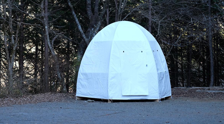 キャンプ場森ゾーンに「ルースターハウス」が展示されています!